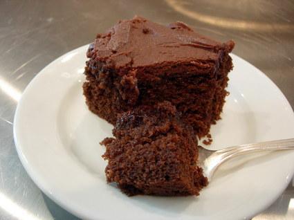 amerikansk chokoladekage med frosting